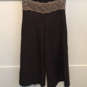 Wide leg cropped pants w/elastic lace waist